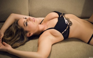 217_Kelly_Brooke_ultra_sexy_bikini_costume_HD_wallpapers-126.jpg_kelly-brook-1920x1200-30571