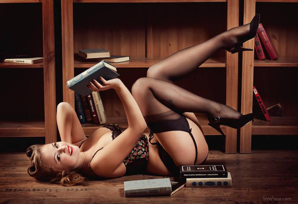 eroticheskiy-pin-ap-fotosessiya-modeley