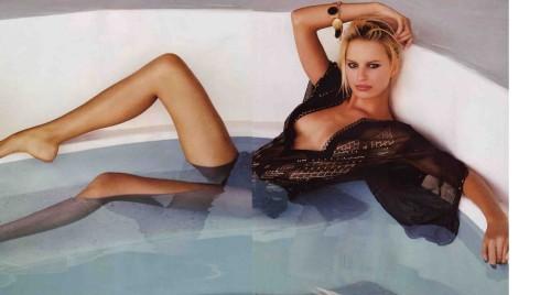 Karolina Kurkova bath tub